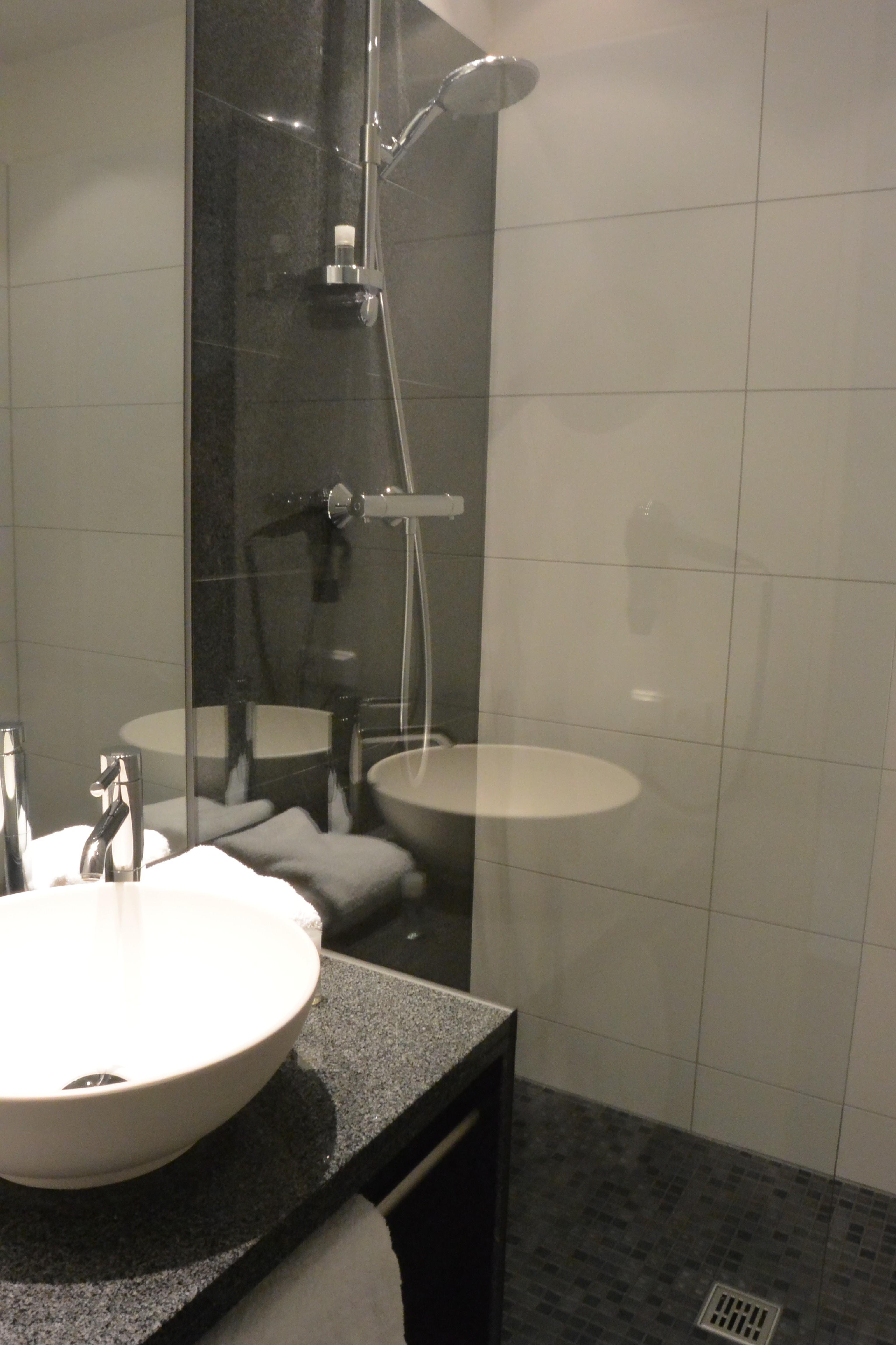 Hoteltest das designhotel motel one in d sseldorf for Badezimmer motel one
