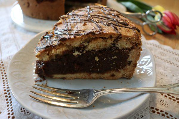 cookie kuchen kekskuchen mit fl ssigem schokoladen mousse kern rezept glitzer kuchenzeit. Black Bedroom Furniture Sets. Home Design Ideas